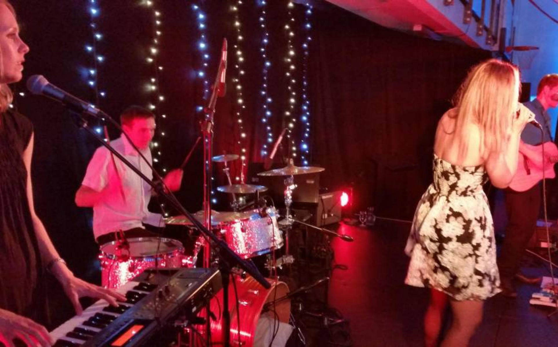 Queenstown Bands for Hire | Cover Bands | Weddings | Events - Mojo